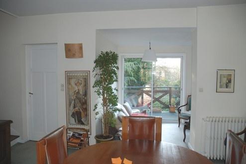 FENÊTRE SUR JARDIN, Réhabilitation et extension d'une maison de ville, aménagement d'une terrasse et des espaces extérieurs à Marcq en Baroeul : DIENTRE_fenetre_sur_jardin_existant_salon-494x330